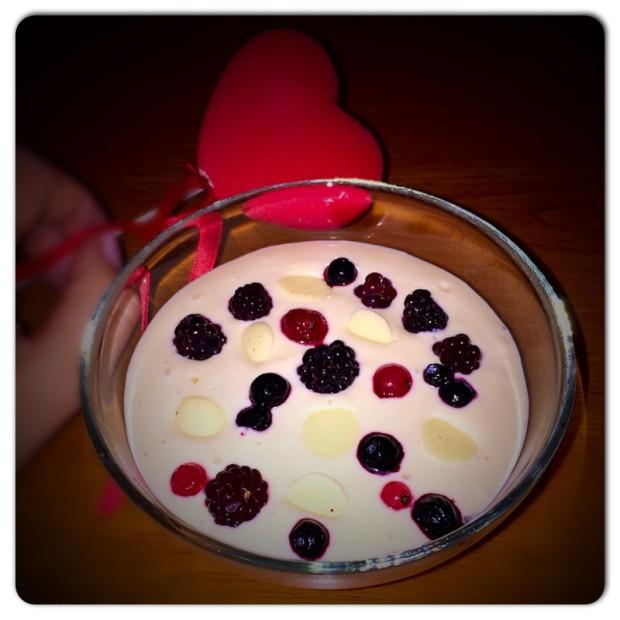 spuma de iaurt cu gem si fructe