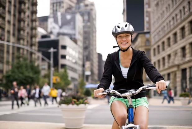 Biciclisti fara casti de bicicleta