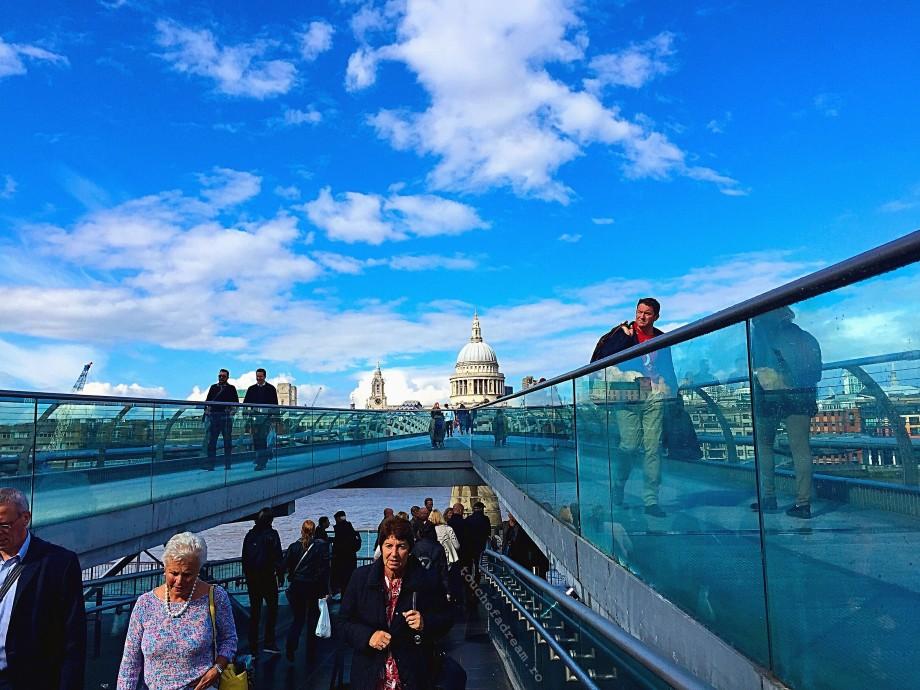 podul millenium catedrala Saint Paul Londra