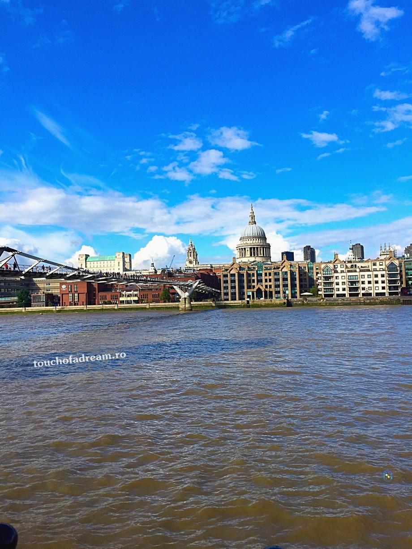 podul millenium tamisa Londra touchofadream