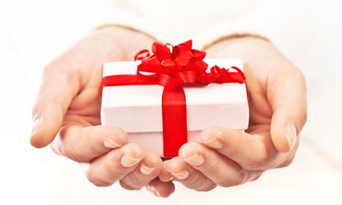 darurile cuceresc oamenii cadouri craciun