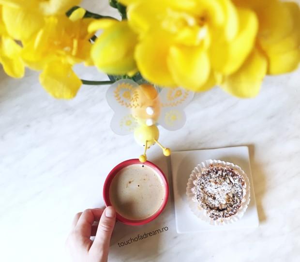 dulce de primavara cafea si flori