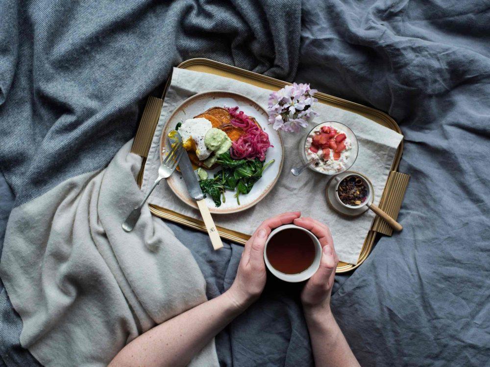 mic dejun la pat